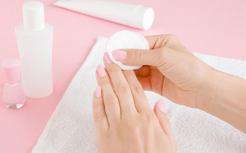 Очищение ногтевой пластины